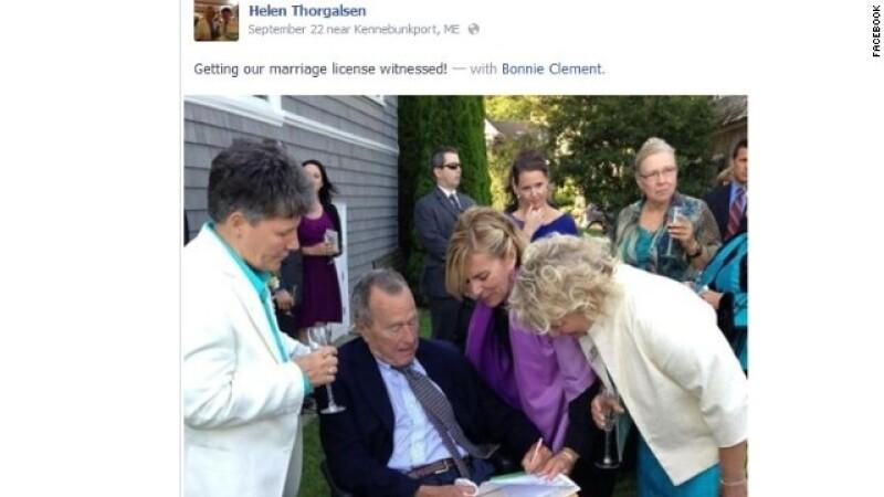 George HW Bush testifica en una boda homosexual