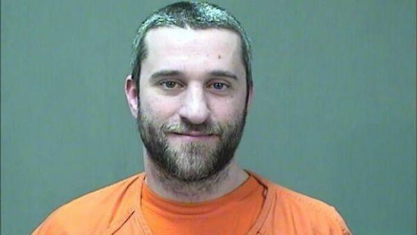 Dustin Diamond, uno de los actores más queridos de la serie de los noventa, enfrenta cargos por un delito grave y dos faltas menores, entre ellas posesión de un arma de fuego y una navaja.