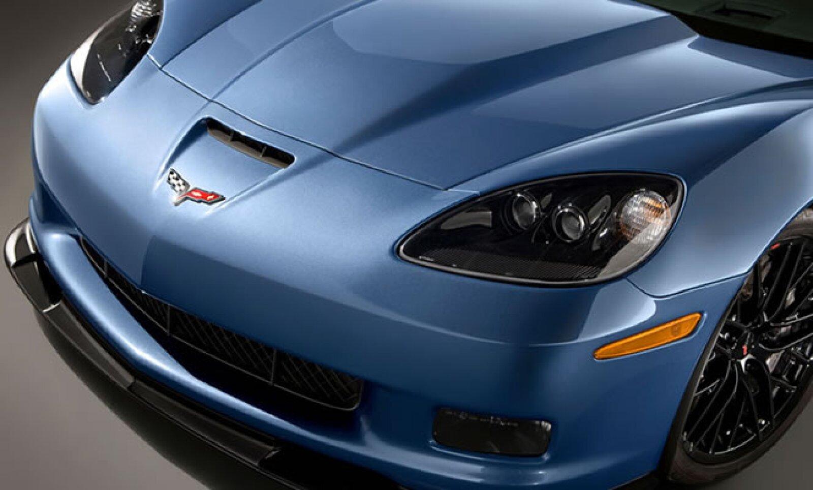 La edición limitada a 500 unidades será comercializada en dos colores, el Azul Supersónico y Naranja Infierno con interiores en piel color negro.