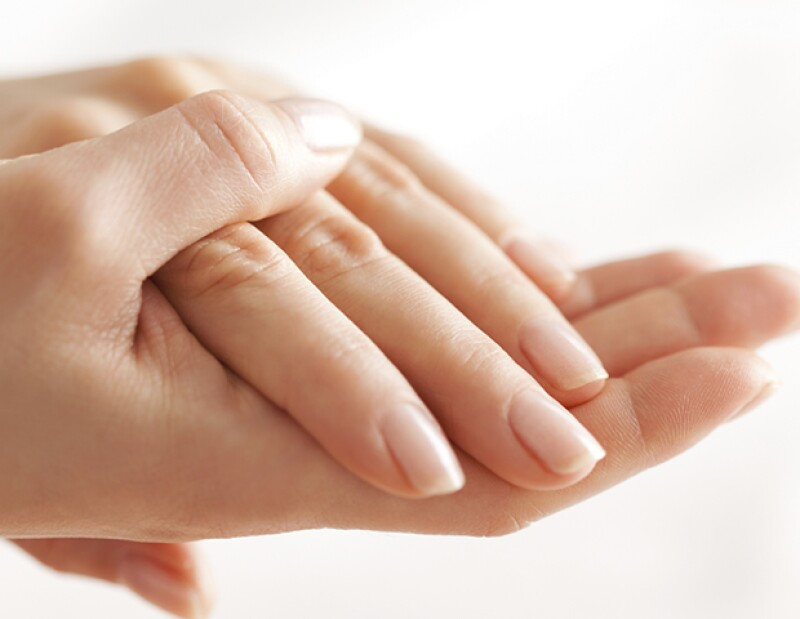 Olvídate de las manos resecas usando aceite de coco.