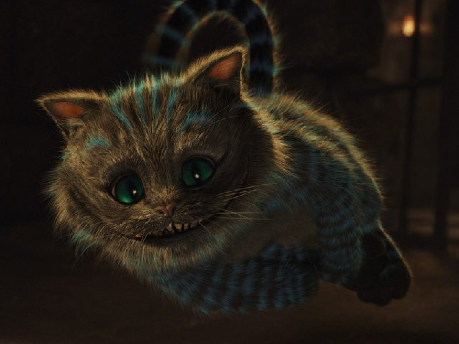 Chessur, el gato de Cheshire (voz de Stephen Fry) es un gato atigrado que tiene la habilidad de aparecer y desaparecer. No se inmuta con nada y su seductora sonrisa esconde su cobardía.