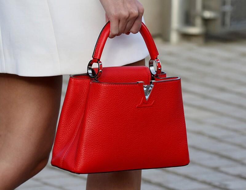 Lala Rudge presume la Capucine de Louis Vuitton en la presentación SS16 de la firma.