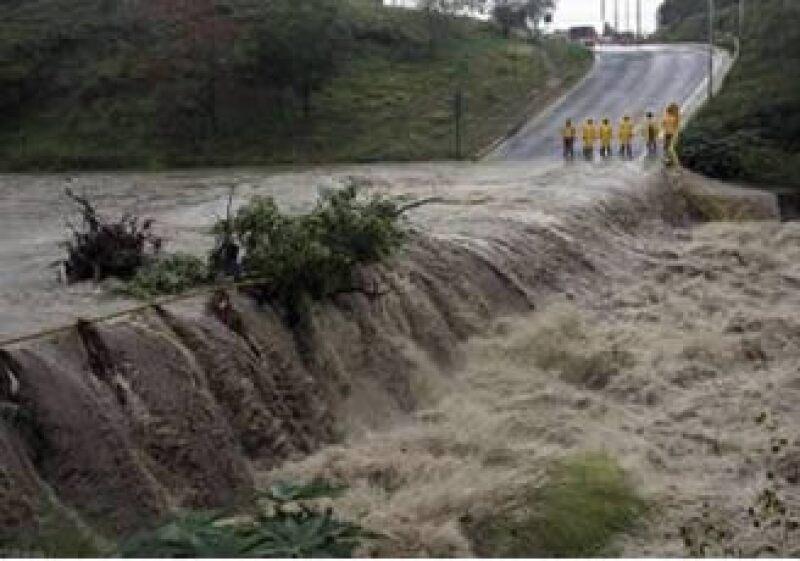 La tormenta Alex tocó tierra el jueves en la madrugada como un huracán categoría 2 en Tamaulipas, y avanzó hacia Monterrey. (Foto: Reuters)