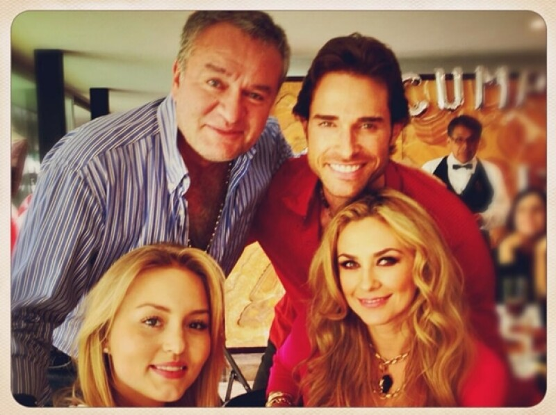 """Aquí Angelique y """"El Güero"""" con Sebastián Rulli y Aracely Arámbula, cuando aún eran pareja."""