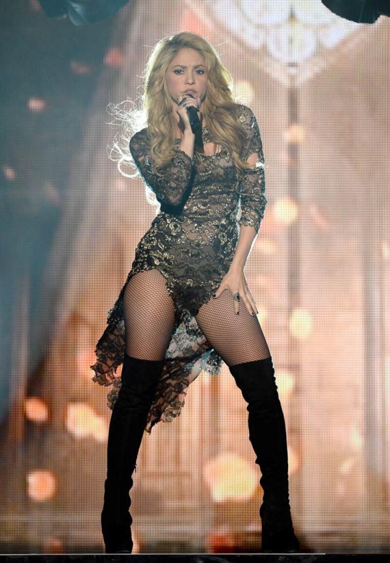 Shakira fue otra de las cantantes que se unirán al tema musical.