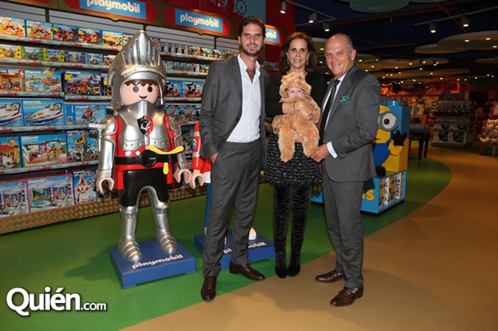 Javier, Ana Paula y Javier Sordo con Javier Sordo Madaleno