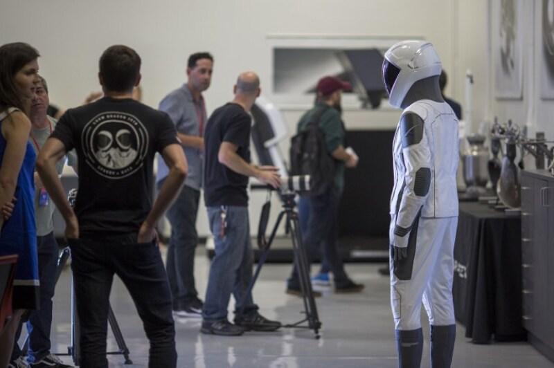SpaceX viaje tripulado Elon Musk