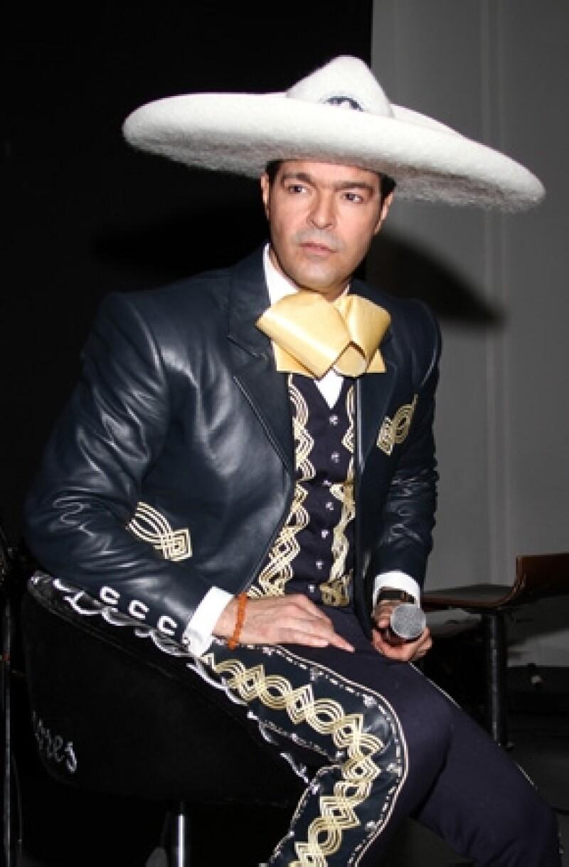 El día de hoy se dio a conocer que Javier Hernández Rodríguez fue asesinado cuando intentaban asaltarlo. Éste es el segundo hermano del cantante que pierde la vida por delincuencia en Torreón.