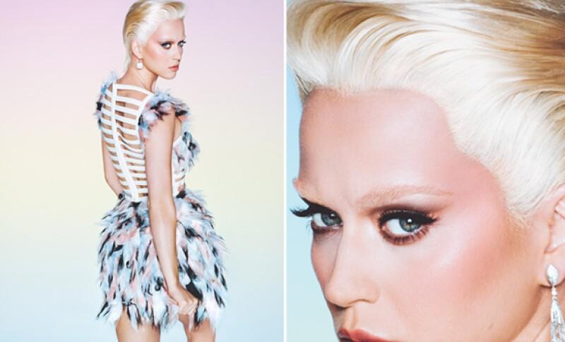 A la cantante no le bastó adoptar un look como Kris Jenner, ahora se transforma en toda una estrella platinada y, ¿por qué no? hasta también en una sensual pelirroja.
