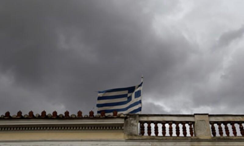 Los líderes políticos que apoyan la coalición griega rechazan los recortes salariales en el sector privado exigidos por los prestamistas. (Foto: AP)