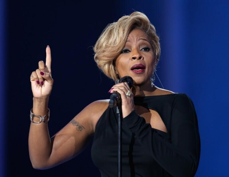 El papá de cantante, Thomas Blige se encuentra en estado crítico pues recibió tres puñaladas. De acuerdo con la policía de Michigan, la agresora pudo ser una ex pareja.