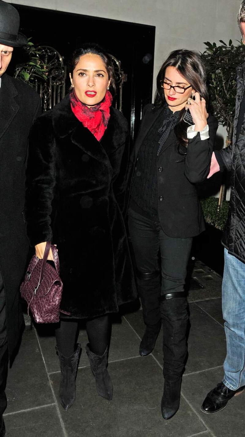 La actriz mexicana se encontró con su íntima amiga y el actor este miércoles en el exclusivo restaurante Scott&#39s.
