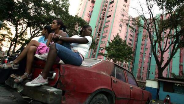 Auto abandona en Venezuela para construir vivienda