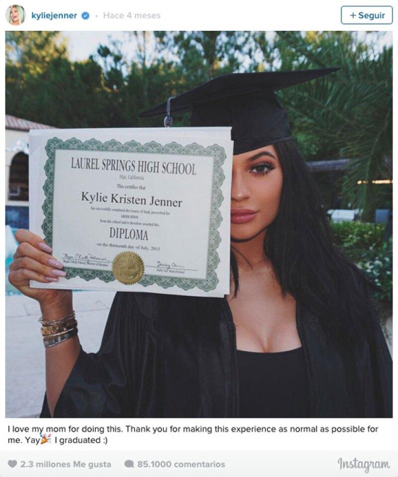 Kylie se posicionó en el cuarto lugar con su foto de graduación, acumulando los 2.3 millones.