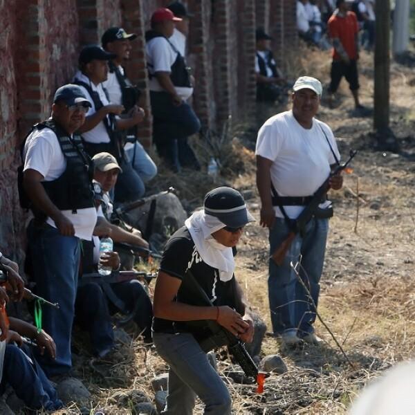 Los grupos de autodefensas que entraron este sábado a Apatzingán, Michoacán