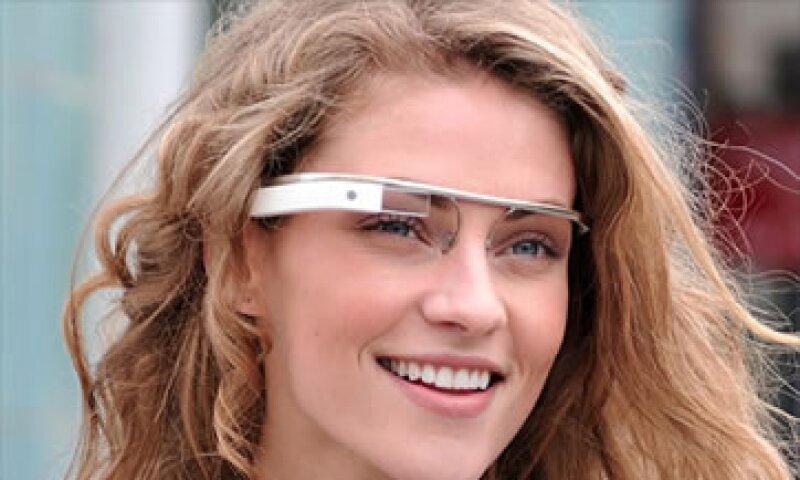 La firma pidió a la gente que envíe sus sugerencias de las herramientas que les gustaría que llevaran las gafas. (Foto: Cortesía CNNMoney.com)