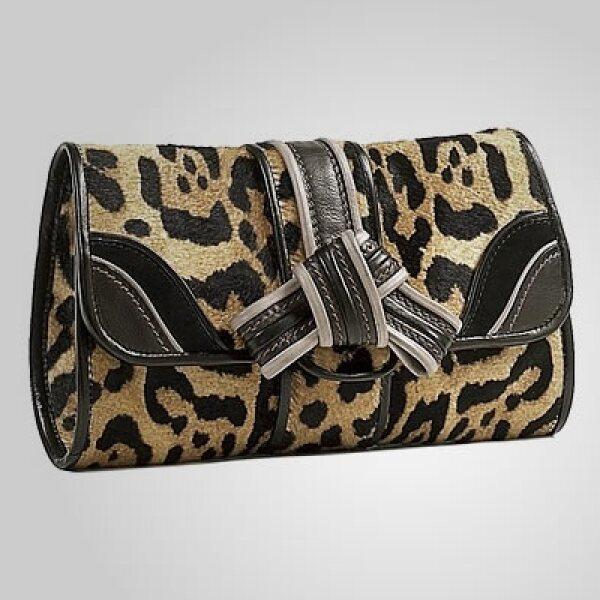 La firma italiana Etro presentó su colección de accesorios para esta Navidad. Una pequeña bolsa, con estilo de leopardo, propone para las mujeres con estilo.