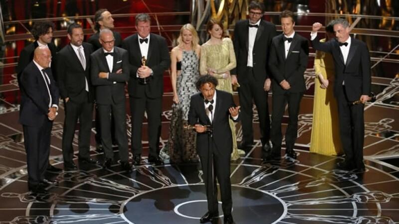 El director y elenco de 'Birdman', los grandes ganadores de la 87 edición de los Oscar