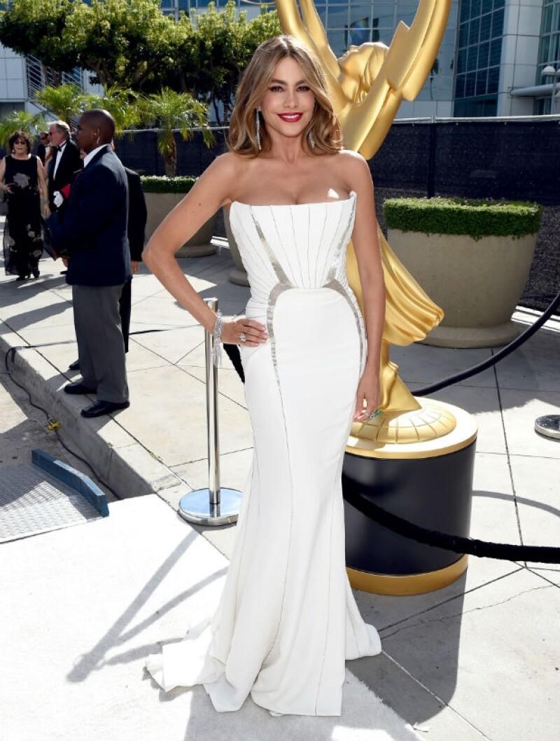 Sofía Vergara solamente fungirá como presentadora en esta edición de los Emmys.
