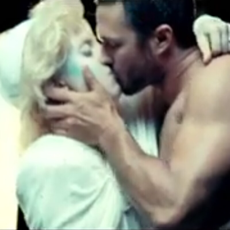 Taylor actuó junto a Lady Gaga es su video `You and I´.