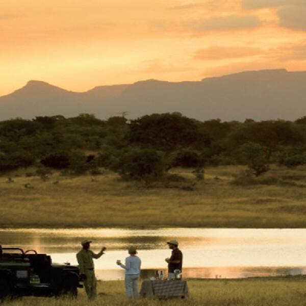 Disfruta de una cena única y mira el atardecer en una de las reservas más excepcionales de Sudáfrica, la reserva privada de Ngala.