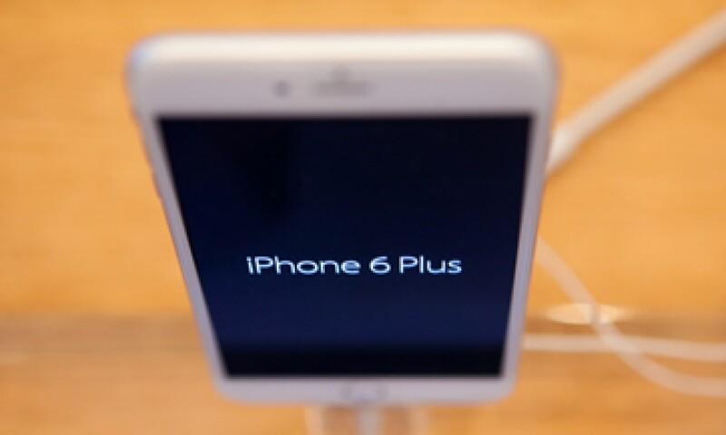 El iPhone 6 Plus es significativamente más grande y más delgado que el iPhone tradicional. (Foto: Getty Images)