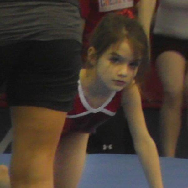 De hecho, Katie la inscribió a clases de gimnasia.