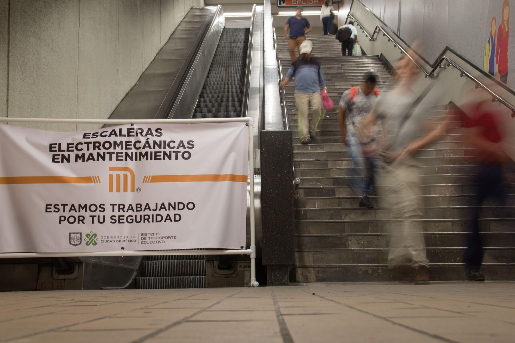 Escaleras en el Metro
