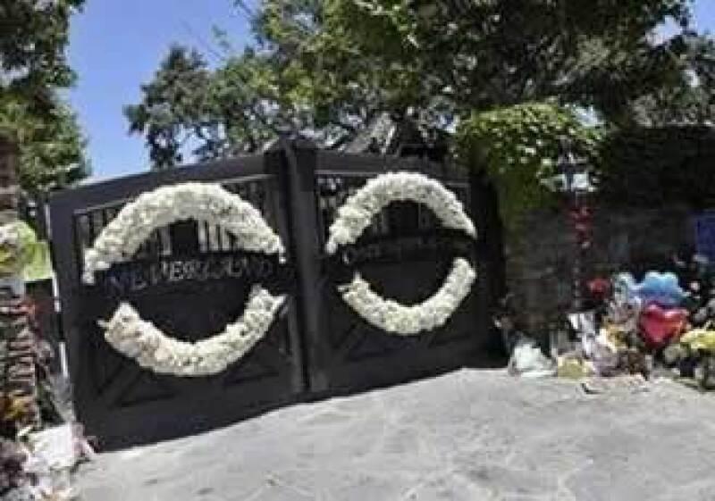El rancho Neverland ha servido para que los fans rindan homenaje a su ídolo. (Foto: Reuters)
