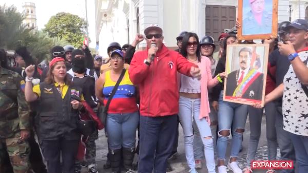 Un grupo de chavistas promete defender a Nicolás Maduro a sangre y fuego
