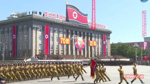 Corea del Norte celebra desfile militar sin exhibir misiles intercontinentales