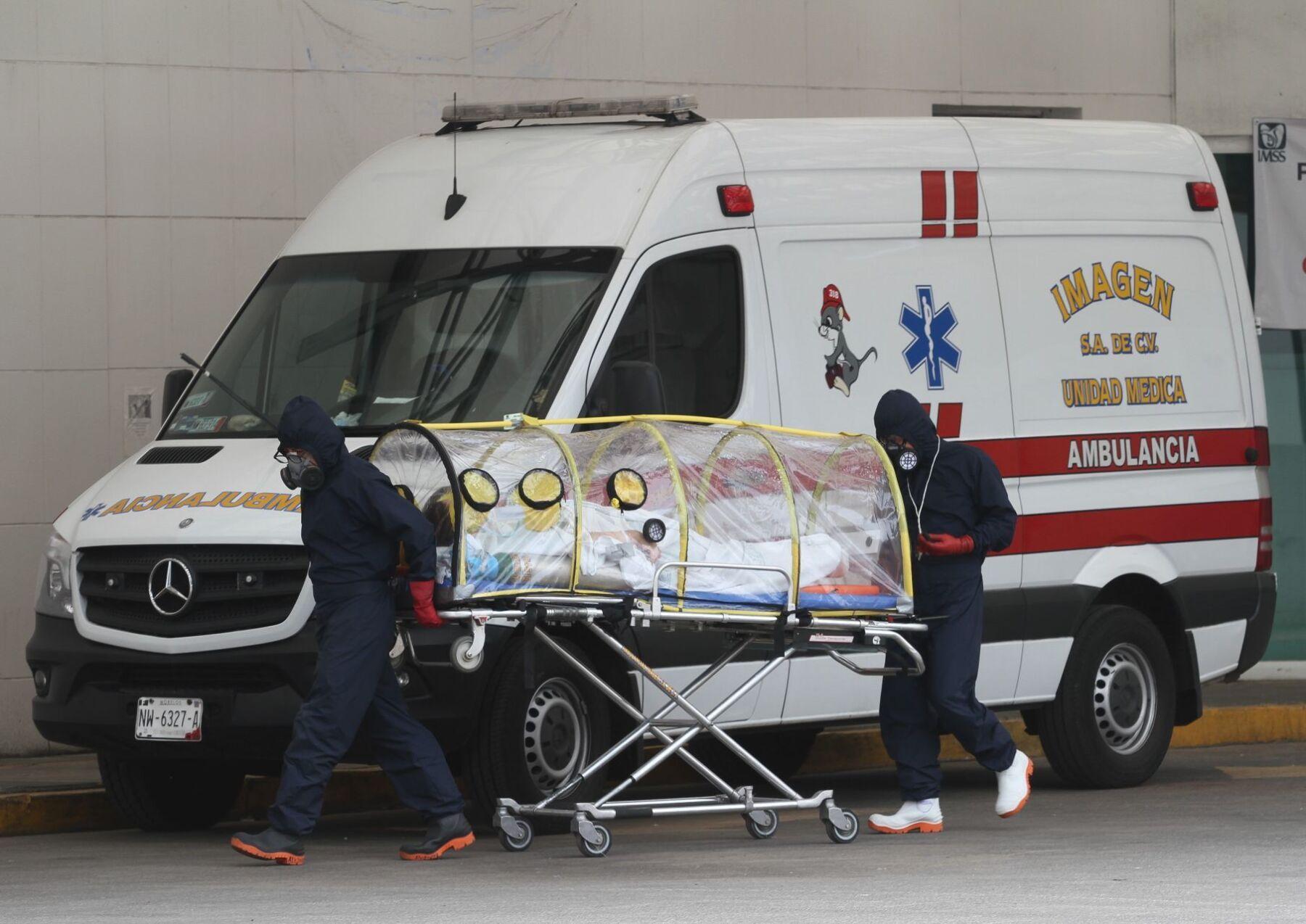 Traslados en cápsula de pacientes contagiando por COVID-19 en el Hospital  General Guillermo Fajardo.