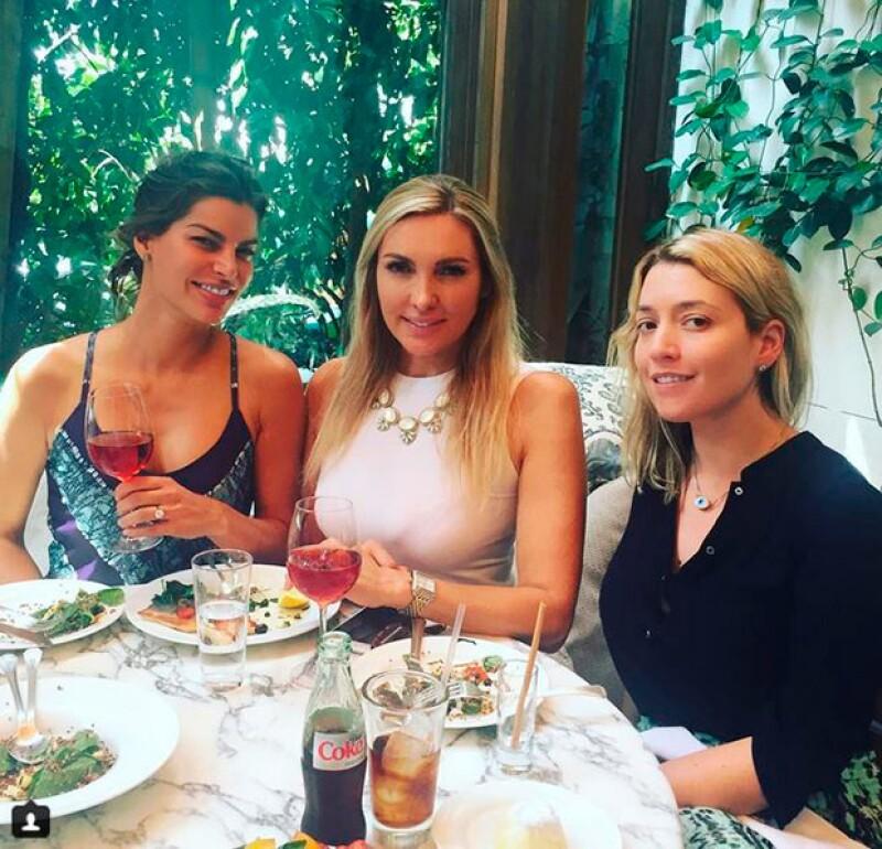 La empresaria, su amiga Nuria Carte y su wedding planner María Corella han compartido imágenes de su viaje a Estados Unidos, donde al parecer han iniciado con la planeación de la boda.