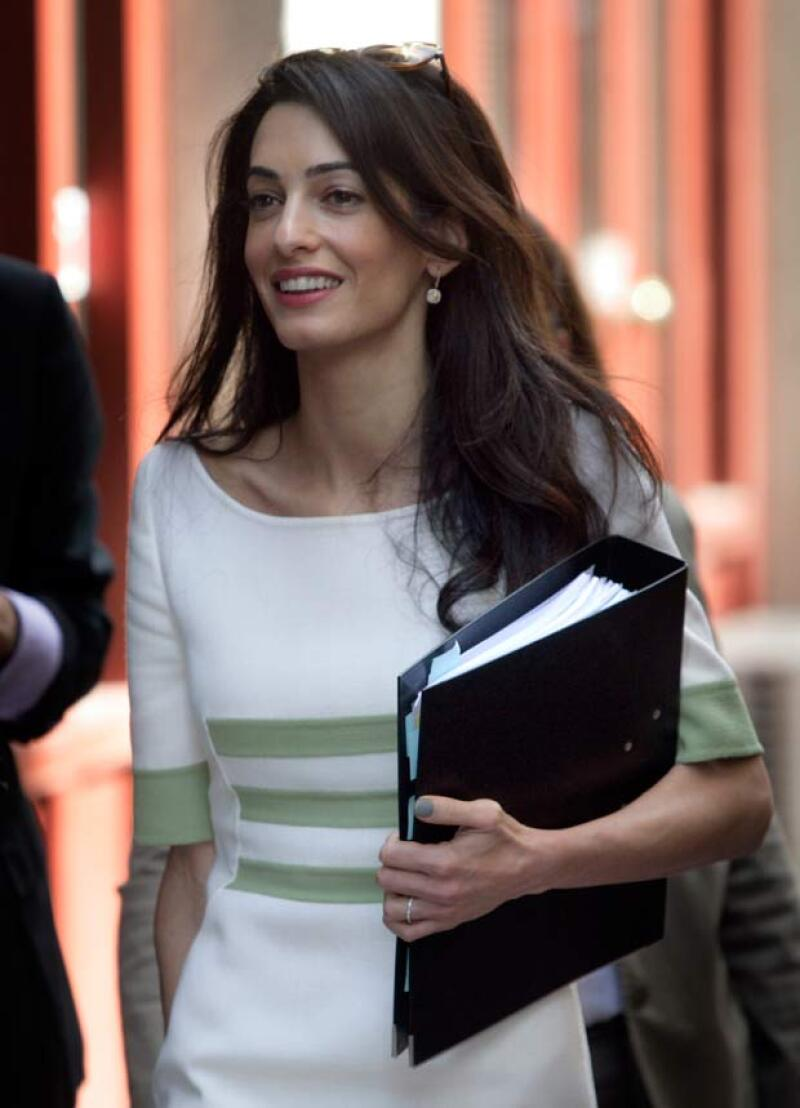 La esposa de George Clooney criticó al sistema egipcio lo cual casi le cuesta ser encarcelada.