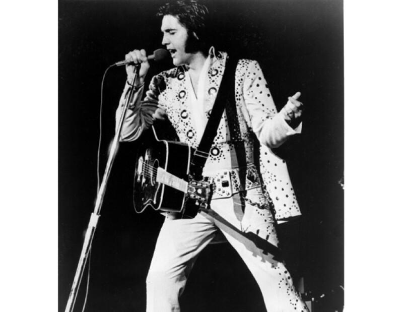 El cuerpo de Elvis fue encontrado sin vida en el baño de su mansión.