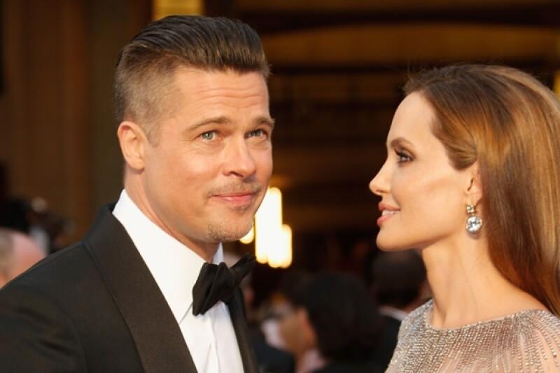 El actor desea que la banda de rock amenice su enlace con Angelina Jolie. Durante una fiesta, Brad trató de convencer a la banda pues ellos están muy ocupados.