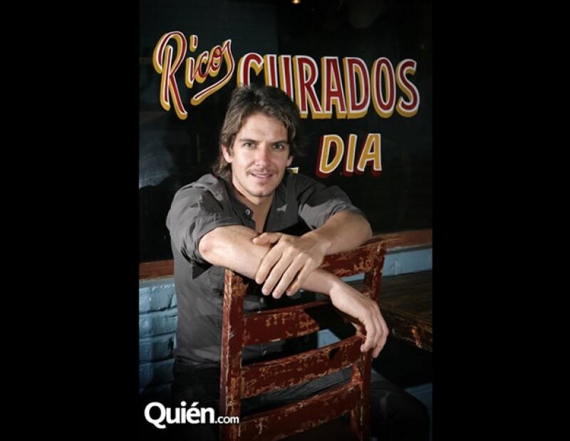Bobby Domínguez se toma unos mezcales con Quién.com