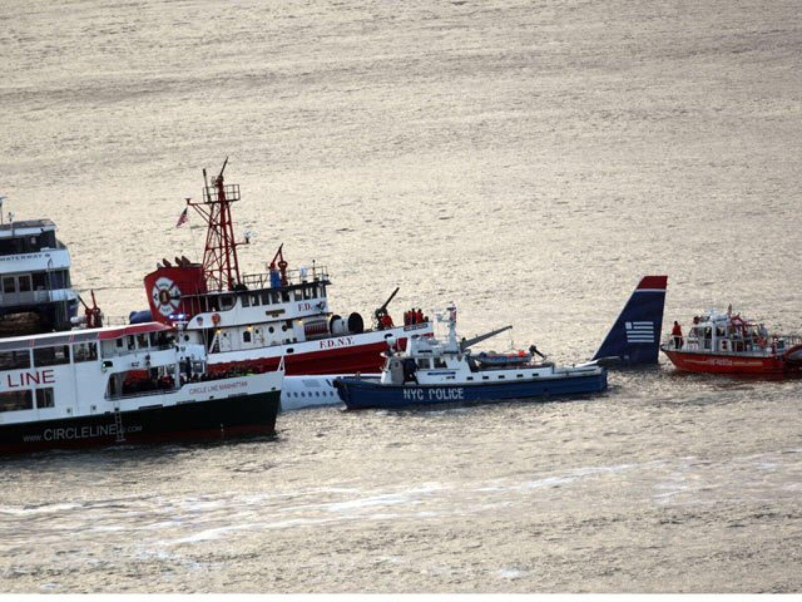 Algunos de los pasajeros se arrojaron a las heladas aguas del río.