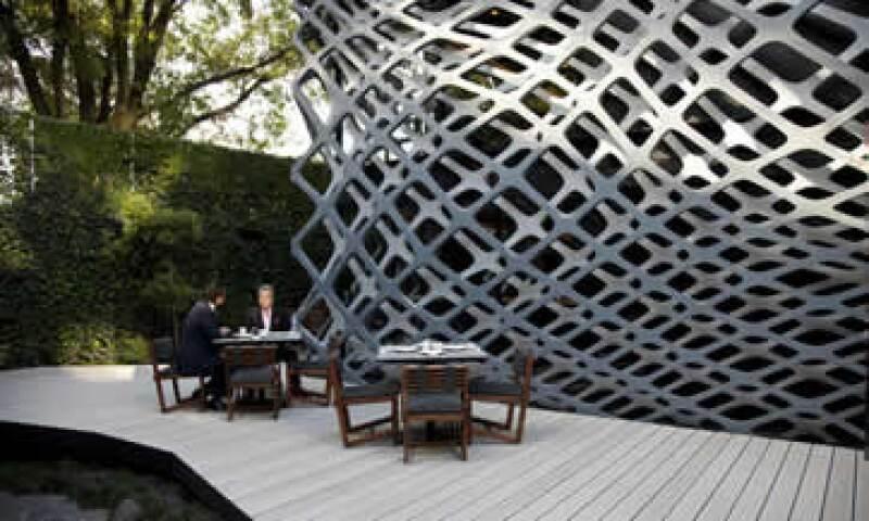 El diseño de Michel Rojkind y el mobiliario de Esrawe Studio hicieron que los espacios exteriores del Tori Tori Polanco estuvieran reflejados de forma vanguardista al interior del lugar. (Foto: Paulina Chávez)