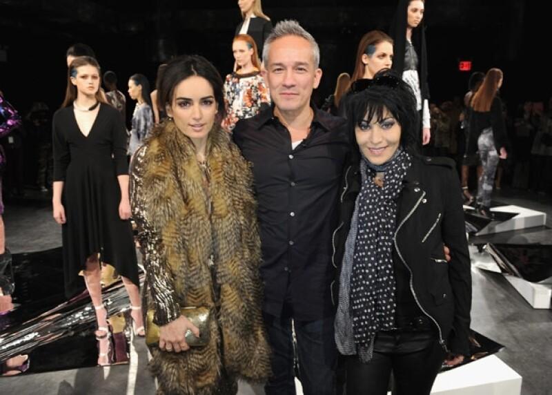 Ana de la Reguera con el diseñador de origen mexicano, César Galindo y la cantante Joan Jett.