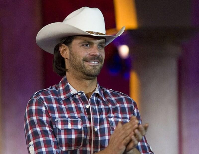 El actor es uno de los nuevos galanes de Televisa, y trabajar en el campo en la telenovela Abismo de Pasión le ha permitido conocer más de cerca esta actividad.