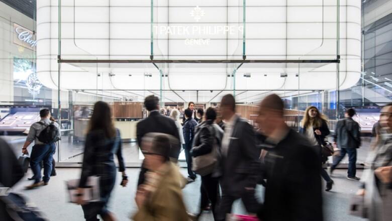Patek Philippe se localiza en el hall principal al lado de marcas como Omega, Bvlgari o Zenith.