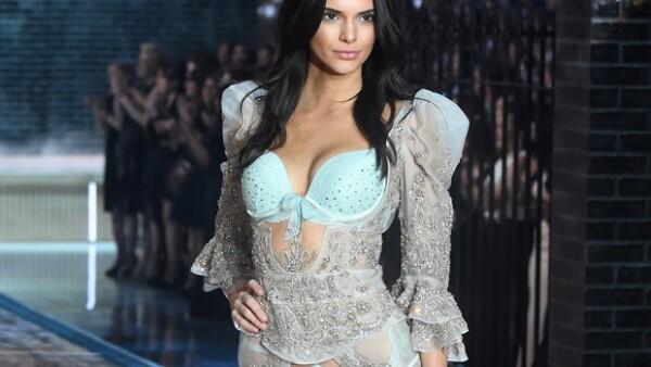 Entramos al debate, ¿realmente viene al caso Kendall como ángel de VS? Además, tenemos mucho que platicar de la súper fiesta de 60 de Kris Jenner, y la súper fiesta de Quién 50 con invitados de lujo.