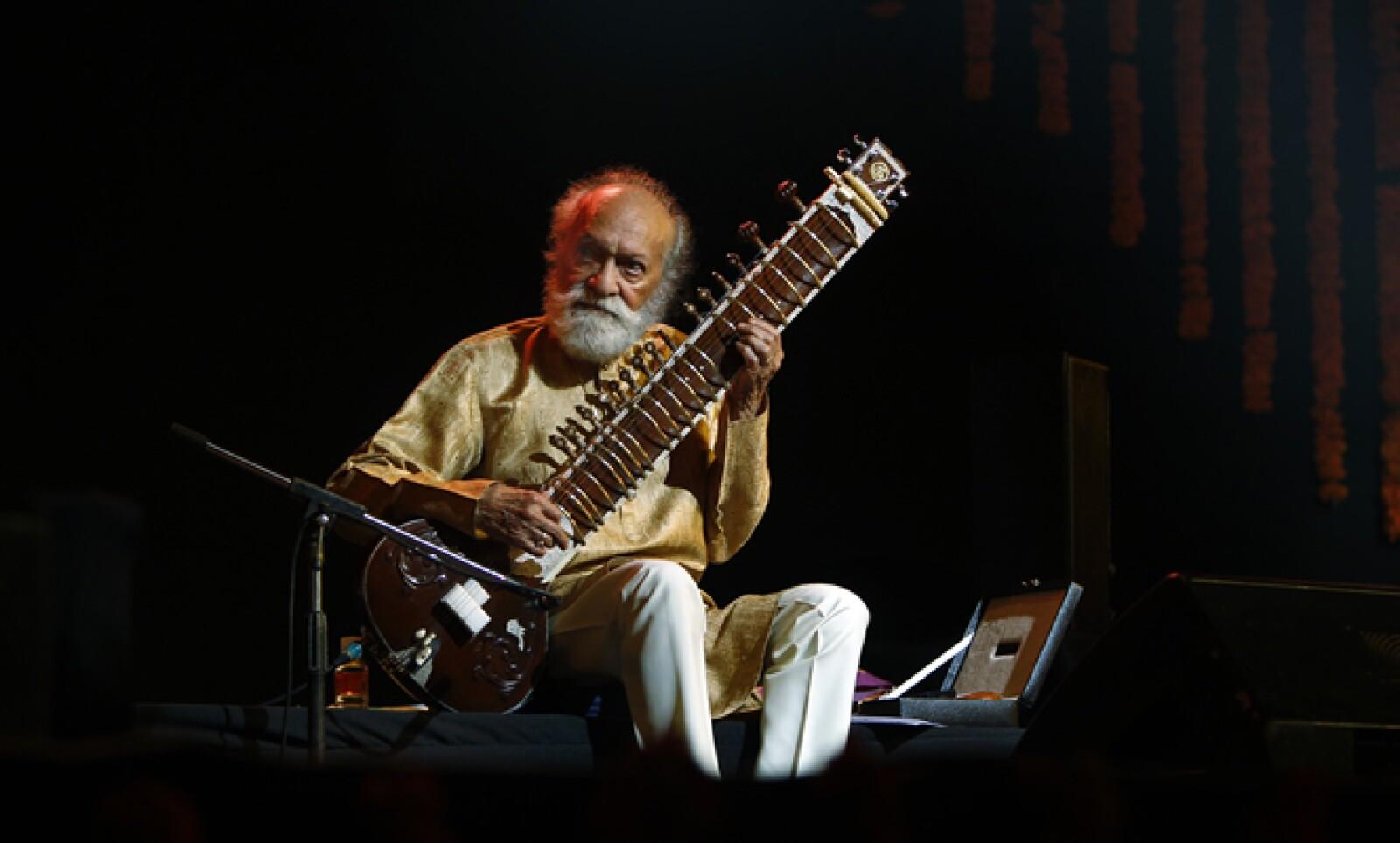 El pasado 11 de diciembre perdió la vida el músico Ravi Shankar, virtuoso de la sitar que tocó al lado de los Beatles.