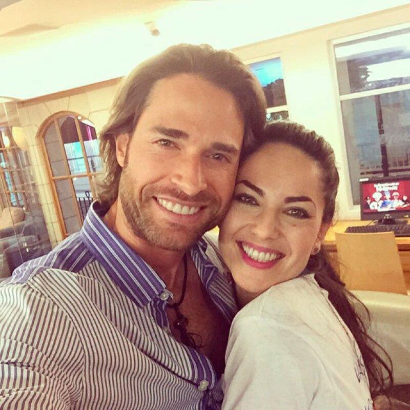 La actriz realizó una colecta para su fundación Amor Infinito y en el evento, además de contar con la presencia de sus fans, también estuvieron Sebastián Rulli, Luis Gerardo Méndez y Maite Perroni.