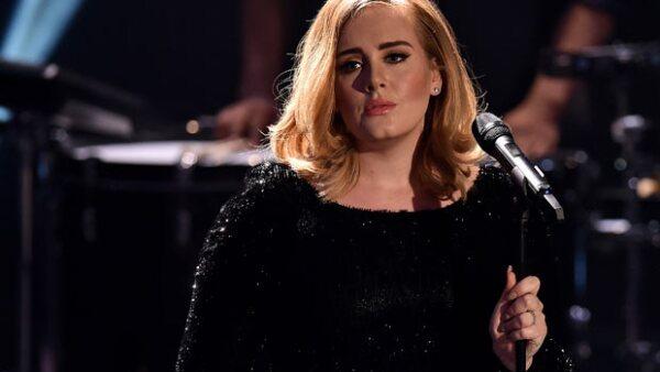 """El fin de semana la cantante dio un concierto en Lisboa, Portugal, y justo cuando estaba cantando """"Million Years Ago"""" su mente quedó en blanco. Y claro que quedó grabado el momento."""