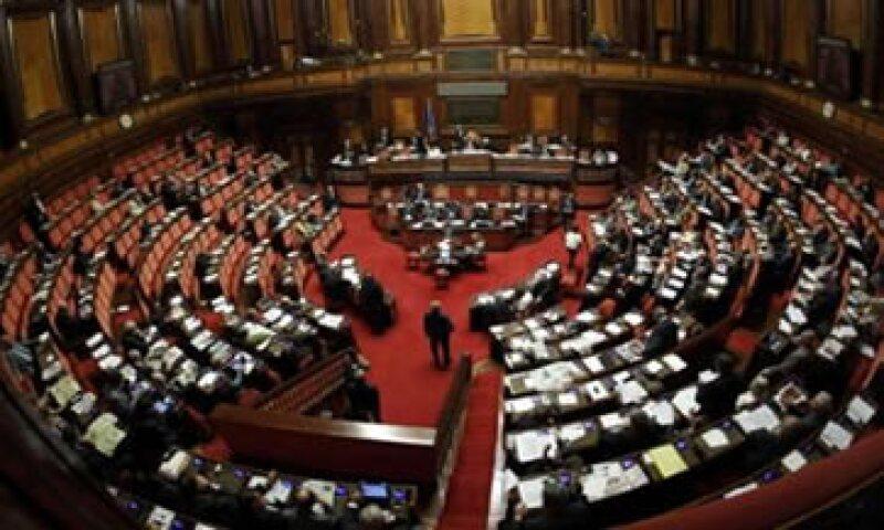 El Parlamento italiano dejó a un lado las diferencias para aprobar un plan de austeridad y aliviar la deuda del país. (Foto: Reuters)