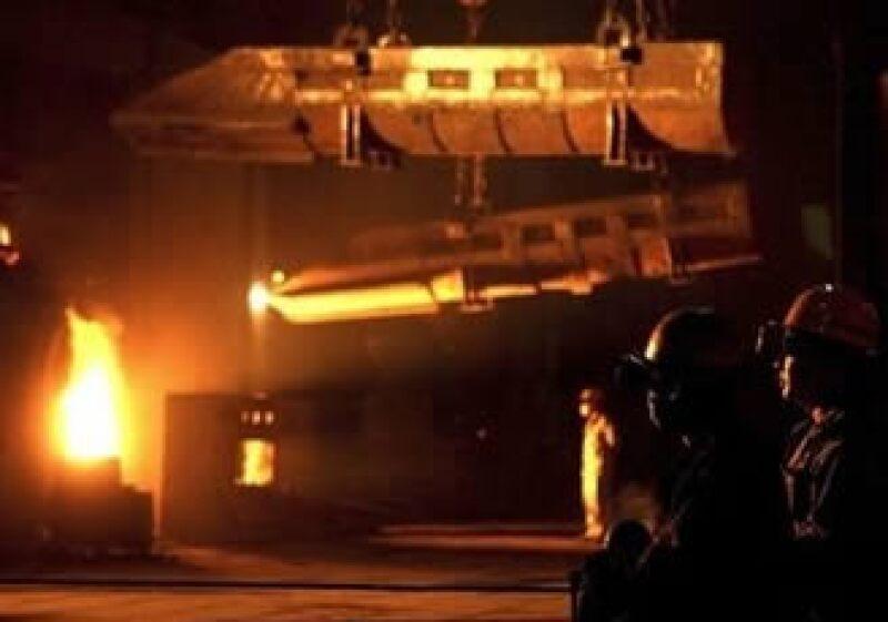 La baja demanda y los altos precios en el acero impactaron a las utilidades de Altos Hornos. (Foto: AP)