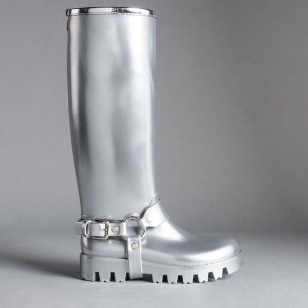 Las botas metálicas de Dolce & Gabbana te permitirá seguir con la tendencia más flashy de la temporada.
