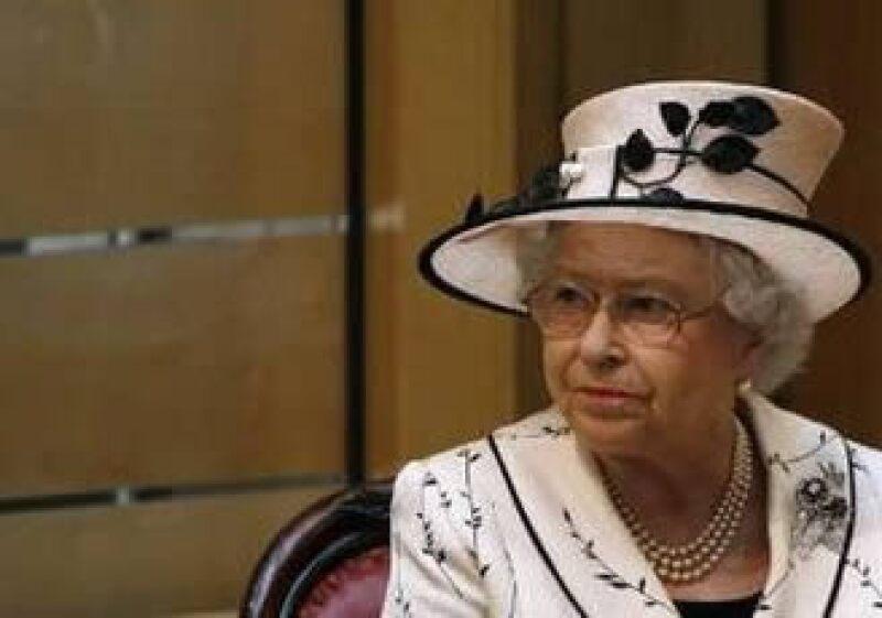 La Reina Isabel II de Inglaterra había cuestionado a los expertos sobre la crisis económica. (Foto: Reuters)